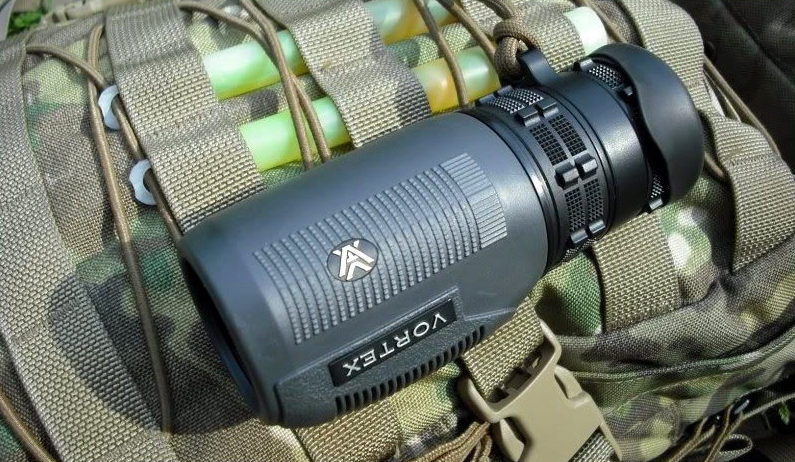 what are monoculars used for
